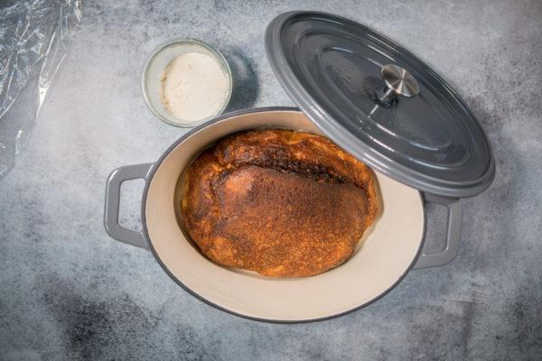 Støbejernsgryde til bagning